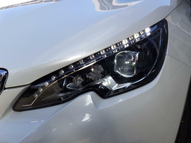 ヘッドライトにはLEDが採用され、明るさや消費電力共に高効率に!LEDのポジションランプもおしゃれな雰囲気を感じさせます。