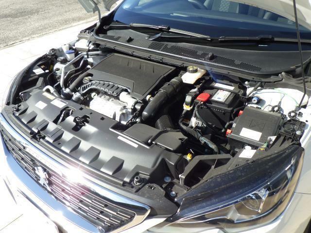 1.2L直列3気筒DOHCターボエンジンを搭載。小排気量ながら力強く軽快な走りが可能なたのもしいエンジンです。
