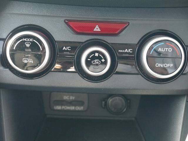 スイッチ1つで車内が快適に!左右独立フルオートエアコンです。(温度設定は任意での操作が必要です。)