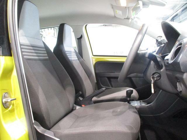 やや硬めの、ゆったりと座れるシートで、ロングドライブも快適です!!
