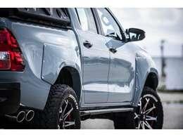 タコマックス用オーバーフェンダー塗装取付中(車両本体価格据置)