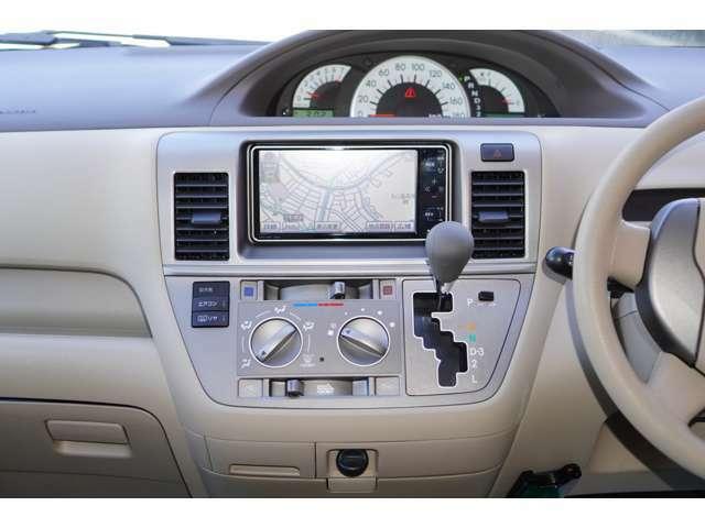 内装はベージュを基調としております。大変明るい雰囲気の車内でございます♪