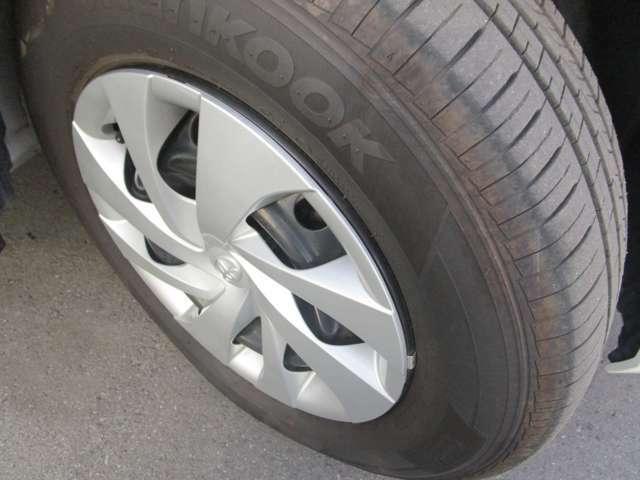 トヨタ純正ホイール!タイヤの溝もまだまだあります!