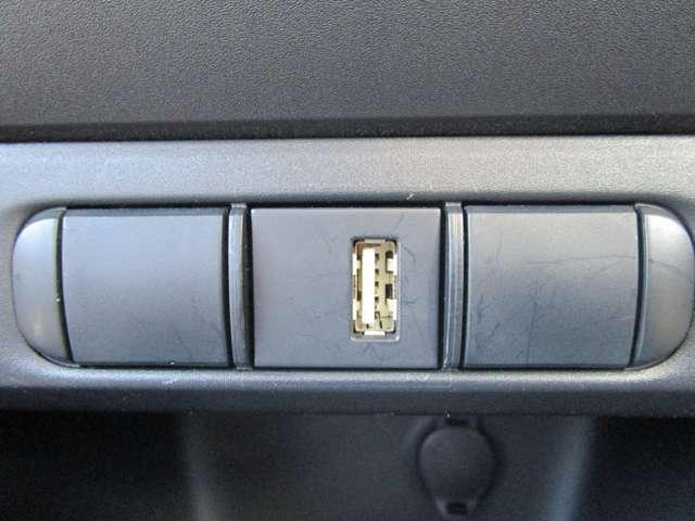 USBポートもございますのでスマートフォンの充電も可能です!