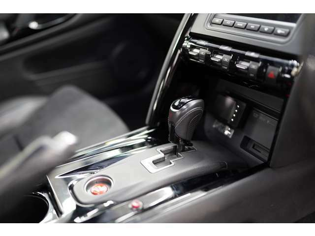 内装も日産車特有の剥がれもしっかりリペア済み♪ 赤いボタンを押すとアンチラグで火を噴きます♪♪