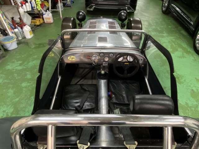 クイックなシフト!4点ロールとシートベルト!プッシュスタート式に改良されたスターターがまんまレーシングカーの面持ちです!