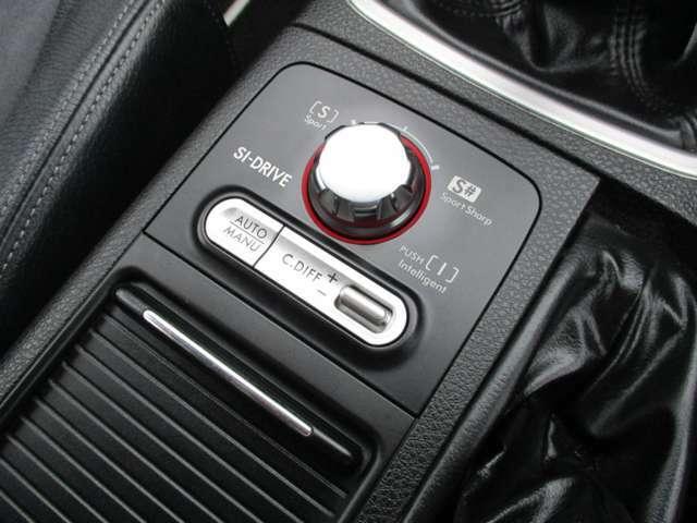 走行シーンに応じてエンジン出力特性を手元で簡単に切り替えられるSIドライブを搭載しています!S♯モードでの加速はとても凄いですよ!DCCDでデフのコントロールも気軽に行えます♪