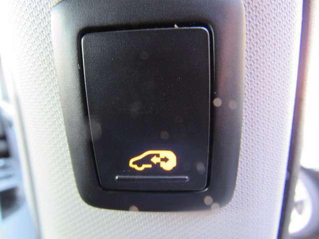両側電動スライドドアで荷物を持っていてもボタン一つで開け閉めできて大変便利な装備です。