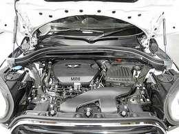 BMW製2.0L直列4気筒ターボエンジン。150PS/330Nm(カタログ値)