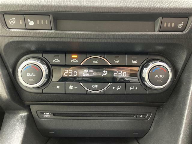 【デュアルエアコン】左右独立で温度調整ができ、快適な車内温度を保ってくれます♪