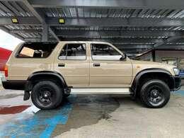トヨタのアクティブ志向なスタイリッシュクロカン4WDの初代ハイラックスサーフです♪