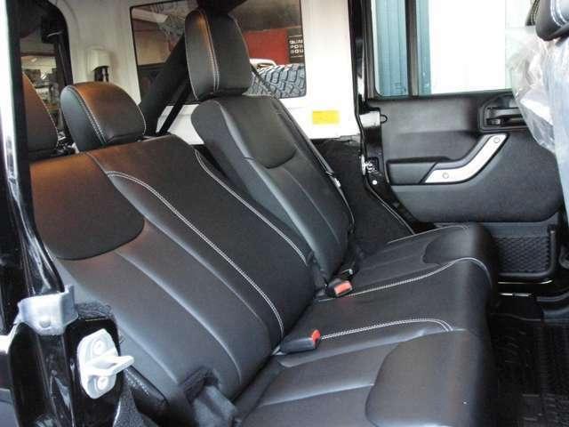 Bプラン画像:後部座席もゆったりお座りいただける人気のリクライニングキット取付プランです♪
