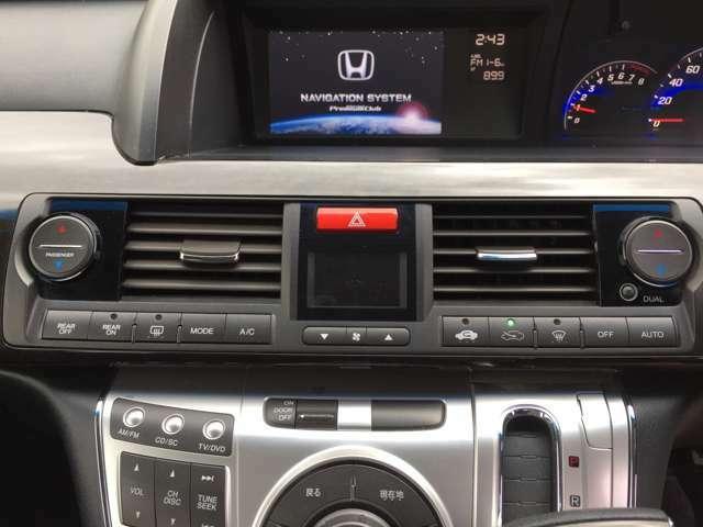 「左右独立オートエアコン」 運転席と助手席の温度を個別に設定可能☆1ランク上の快適性を実現!