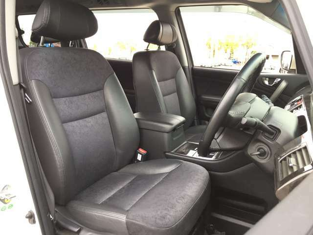 「運転席」 シートなどの状態も良く、目立つような傷や汚れはありません♪