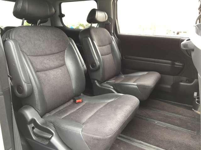 「キャプテンシート」 2列目シートはキャプテンシートで広々ゆったり♪3列目シートへのアクセスもシートを動かす必要がなく容易に行えます♪