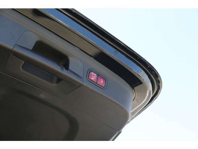 バックカメラにより駐車時の後方確認も楽にできます。お問い合わせは044-967-1381にご連絡下さい。