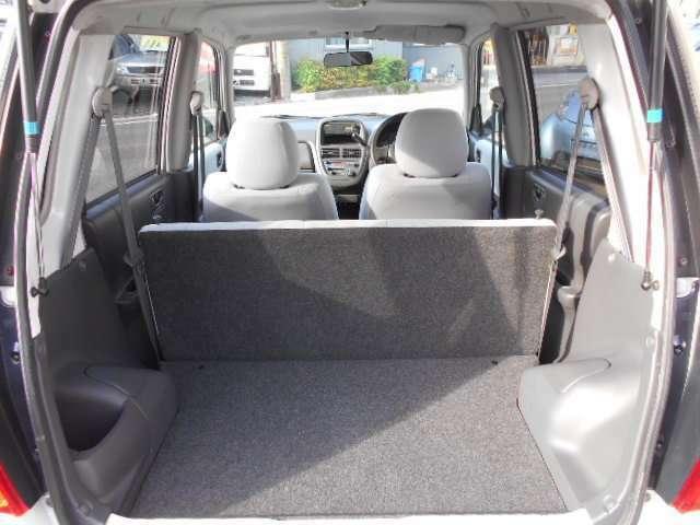 リアシート倒した状態です。かなり荷物が積めますよ!これだけのスペースができるといろいろ載せれて便利ですね。 愛知 大治 格安 軽四 軽自動車 安い 中古車 ジーフリー G-FREE