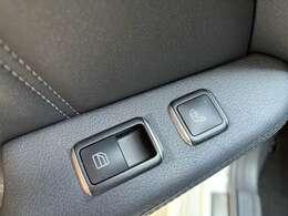 オプションにて、リヤシートにもシートヒーターが有り快適です  レーダーセーフティPKG 4WD 黒革シートヒーター コーナーセンサー