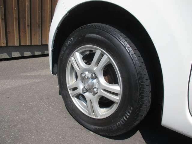 社外アルミホイール&ブリヂストン夏タイヤが装備されております!