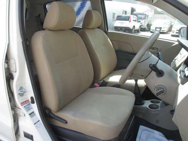 アイボリーカラーのフロントシートも大変綺麗に保たれております!