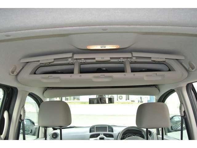 運転席の頭上と、後部座席の頭上に収納BOXを装備!収納場所の多さもカングーの魅力の一つですね!