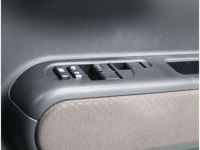 運転席マスタ-スイッチ。小さいお子様がいても安心ロック機構付き。