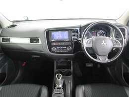 内装ブラック 禁煙車 追従機能がついたレーダークルーズコントロール!!ハンドルから手を放さず、操作可能です。