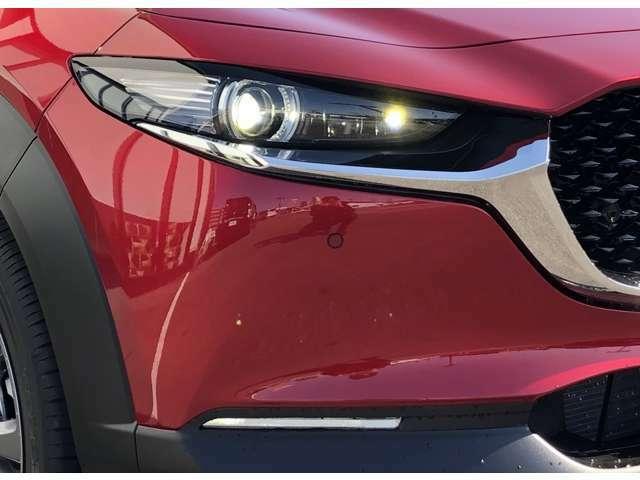 【LEDヘッドライト】LEDならではのデザイン性の高いライトデザインはスタイリッシュな外観にぴったり♪