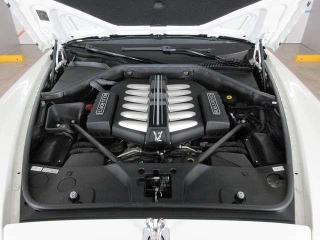 ◆V型12気筒6.6リッターツインターボエンジンを搭載します。出力:570ps(420kW)/5250rpm、トルク:79.5kgm(780Nm)/1500rpmをそれぞれ発生します◆