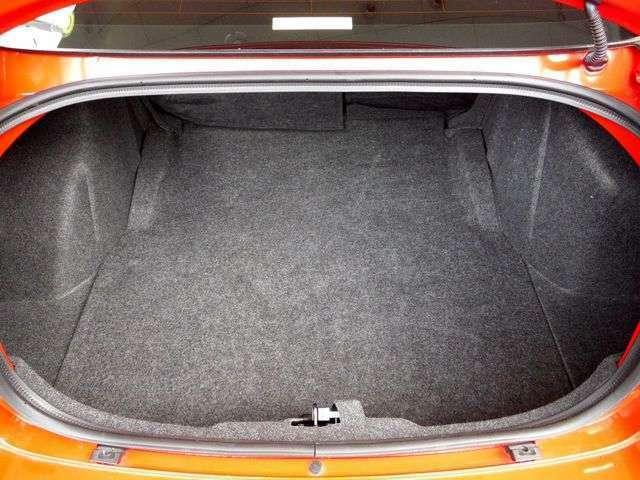 トランクも広く、ゴルフバックなども楽に収納できます。