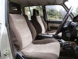 この1台、内装が綺麗です。シートには純正オプションのシートカバーが装着されていたので、布地は新車当時からのコンディションです。