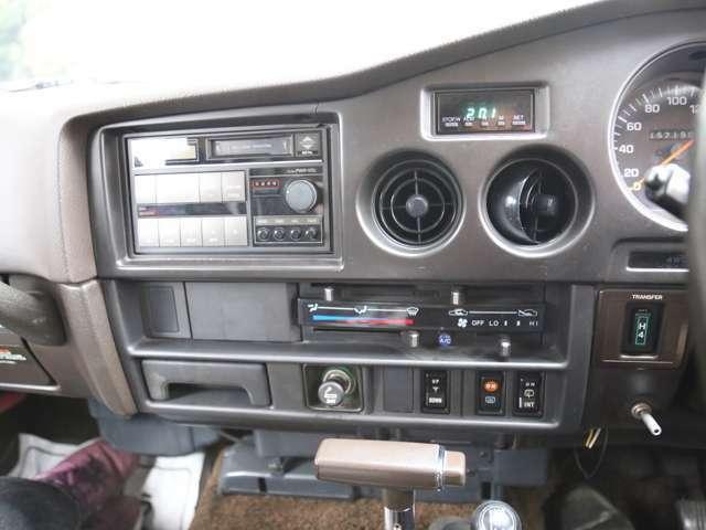 オーディオも交換されてません。納車時にはお客様の好みに合わせナビなどの取り付けしてもいいと思います。