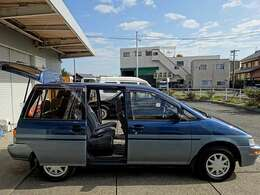 海外のスーパーマーケットの駐車場にいそうな車ですね