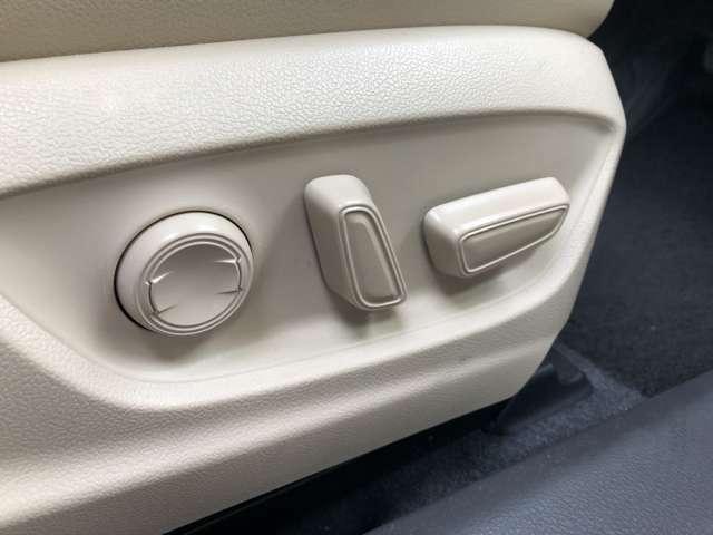 パワーシート装備で座席の調整が簡単に!!