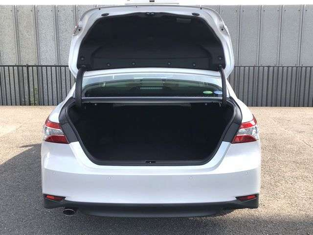 大きく開閉するトランクは荷物の積み込みが便利です!