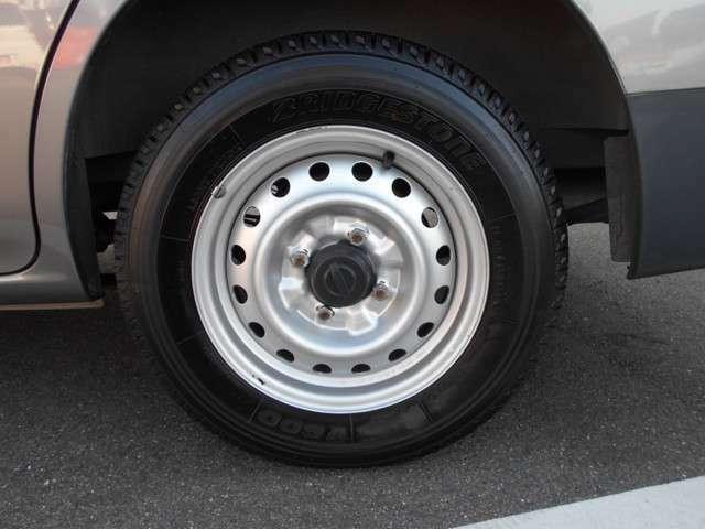 タイヤの溝も残っています。