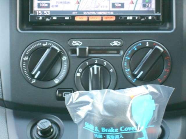 マニュアルエアコンで簡単操作!四季を問わず快適に運転することが出来ます。