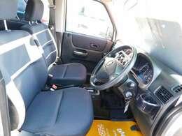 セパレートシートタイプですので、座った感じも運転もし易いです^^