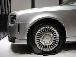 ■センチュリー専用18インチアルミ(225/55R18)■アルミホイール付きスペアタイヤ(メーカーオプション)