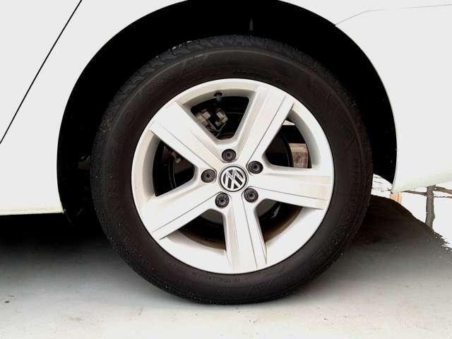 ホイールは4本ともに綺麗で、タイヤの残量も十分に残ってますよ。