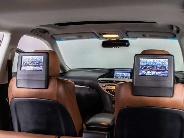 後席モニター装備!後席の方も一緒にご覧になれます!ドライブも大勢で楽しく行けますね!