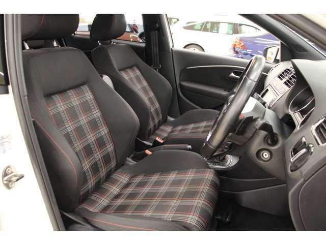 シートはGTI専用ファブリックシートが採用されています。