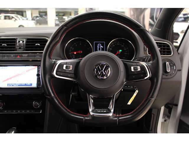 グリップ形状のハンドルはドライバーの手に馴染みやすい仕様になっています。