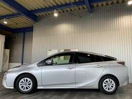 レンタアップ・純正SDナビ・ワンセグ・CD・BT・ステリモ・バックモニター・プッシュスタート・スマートキー・トヨタセーフティセンス・レーンキープ・クルコン付です。