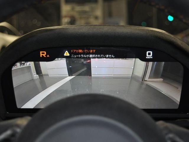 バックカメラがメーターモニターに表示され、アラウンドビューカメラがナビ画面に表示されます!