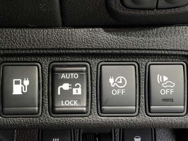 【スイッチ】駐車時などバックする時に外の方に分るようにピーンピーンピーンと音が鳴ります。夜静かな住宅街で音が気になる場合右のスイッチで一時的に音と切ることができます!