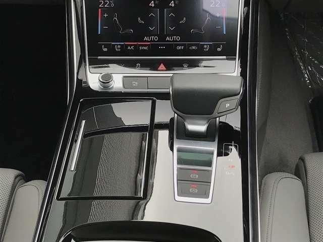 量産車としてはアウディによって初めて実用化された、話題のデュアルクラッチシステム『Sトロニック』。低燃費とダイレクトな走りを両立します。お問合せはフリーダイヤル【0066-9711-222859】へ
