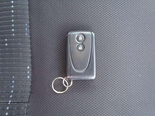 スマートキーです。 カバンや上着のポケットなどにキーを入れたままでカギの開錠と施錠が可能です