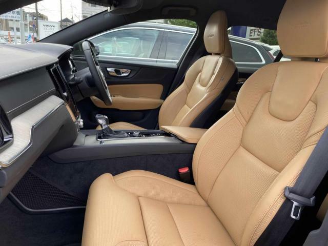 スコットランド産ファインナッパレザーシートを贅沢に使用、シートヒーター&シートベンチレーションは勿論、リラクゼーション機能も搭載しています。