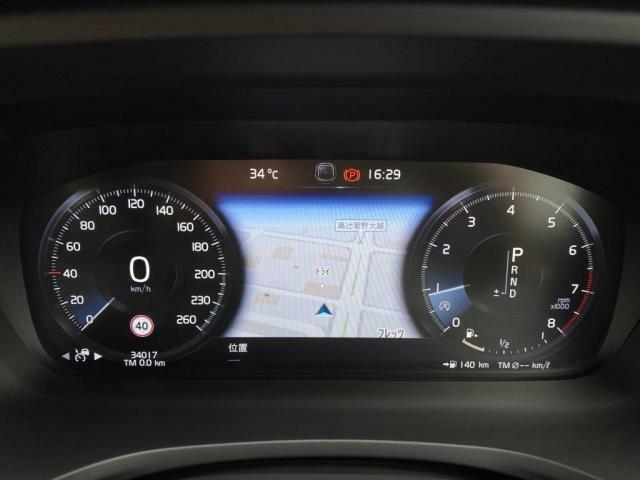 運転にかかわる主要な情報は、12.3インチのデジタル液晶ドライバーディスプレイにわかりやすく表示されます。お好みの表示パターンと背景色へと変更できますので、状況に合わせてお選びください。
